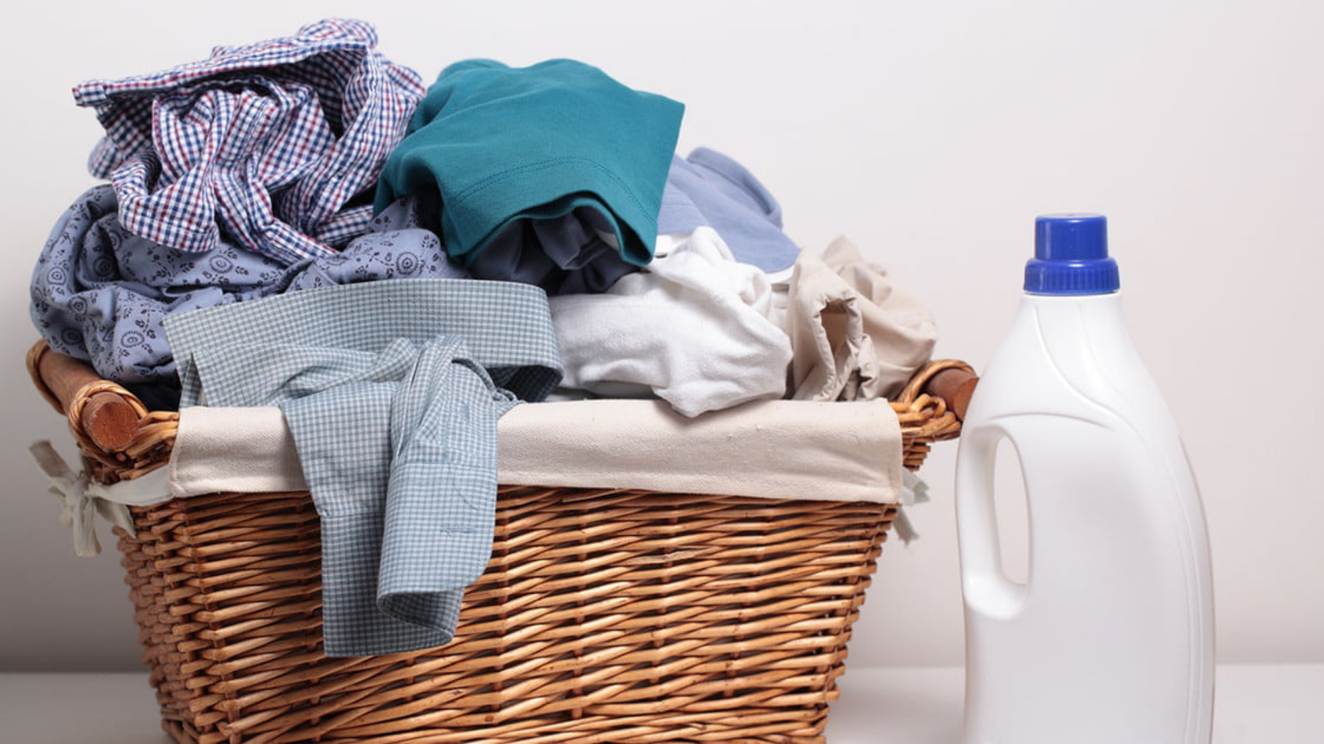How to remove mildew smell from clothes